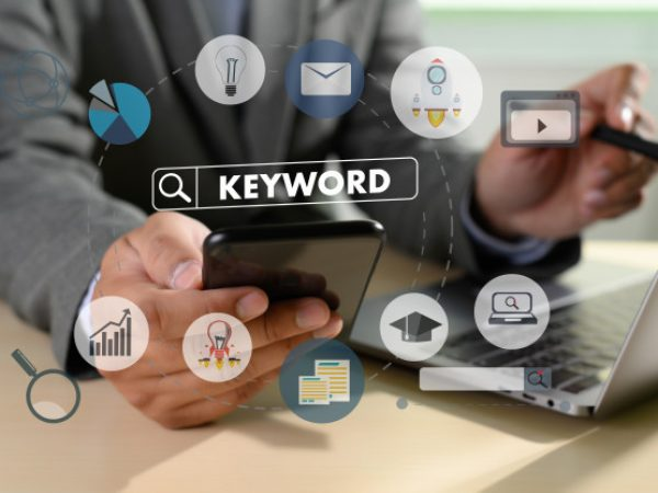 keywords-research-communication_36325-2228